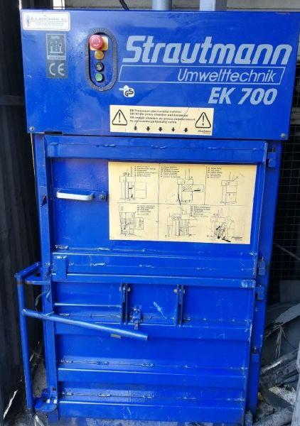 Μεταχειρισμένη Πρέσα Strautmann EK700 χαρτόνι πλαστικό